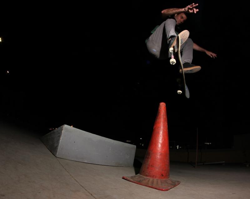 Frontside flip, Miguel Urbina [Foto Javier Saavedra]
