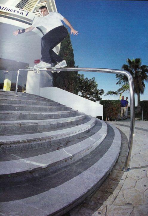Backside lipslide handrail 9 escaleras. Miguel Urbina.
