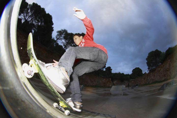 Fackie carlos navega skatepark cala rajada