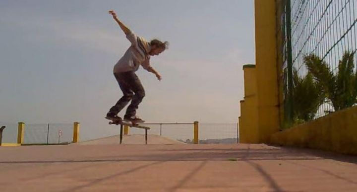 Lukas nollie bs boardslide skatepark foz 1