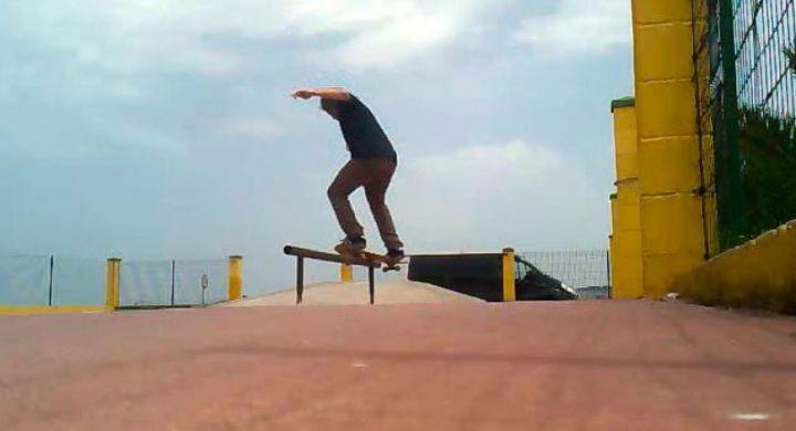 Lukas fs smith grind skatepark foz 1