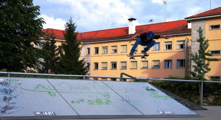 Ollie transfer skatepark del parlamento santiago compostela