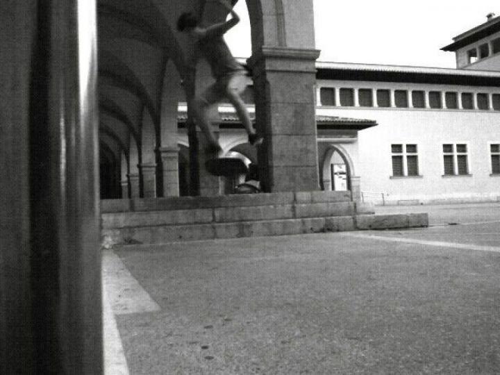 Kickflip 3 escaleras.