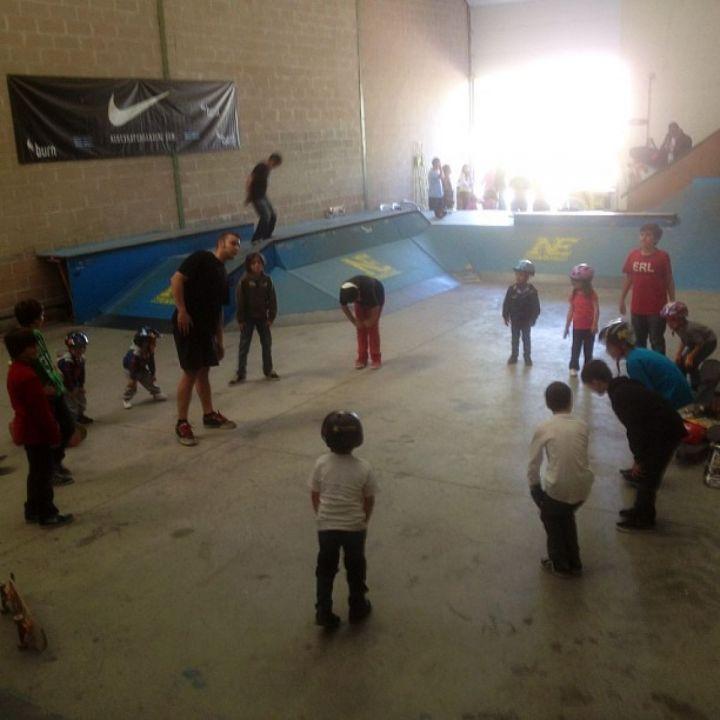 Escuela Skateboard Nueva Era Indoor (Calentamiento)