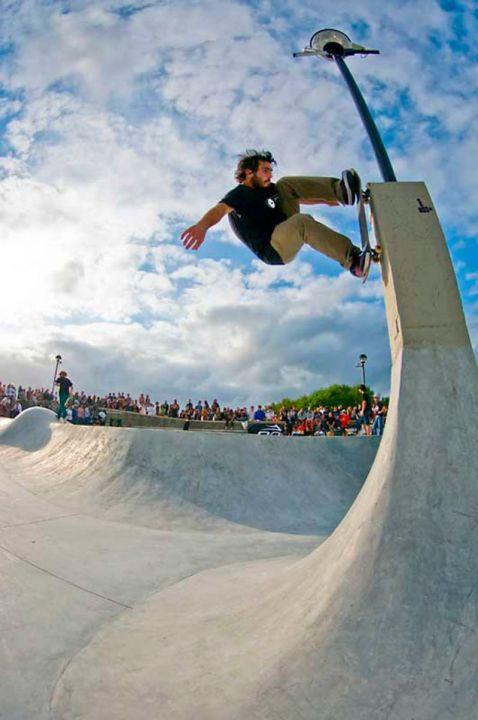 Pablo Carranza, wallride en el skatepark de Somo, Cantabria.