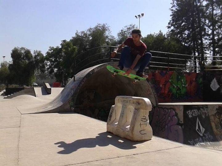 Salton saliendo del bowl (Santiago de Chile)